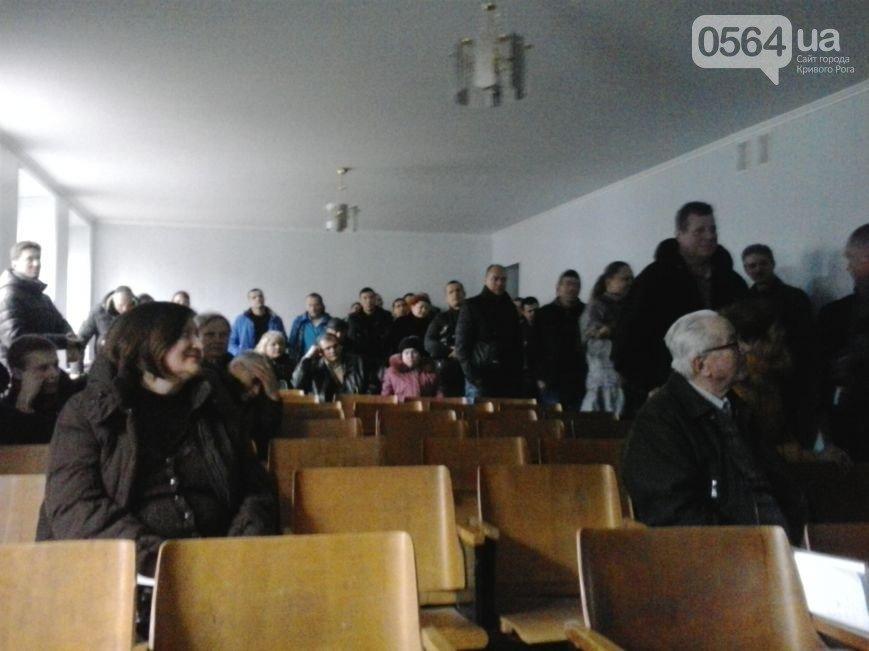В Кривом Роге: активисты разрабатывают тариф на проезд в маршрутках, жители города сдают оружие, а волонтеры спасли животное (фото) - фото 1