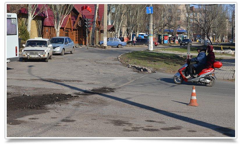 В Славянске начали латать дыры на дорогах (фотофакт) (фото) - фото 4