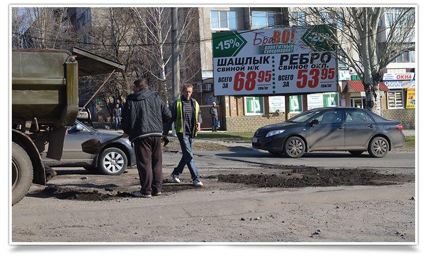 В Славянске начали латать дыры на дорогах (фотофакт) (фото) - фото 2