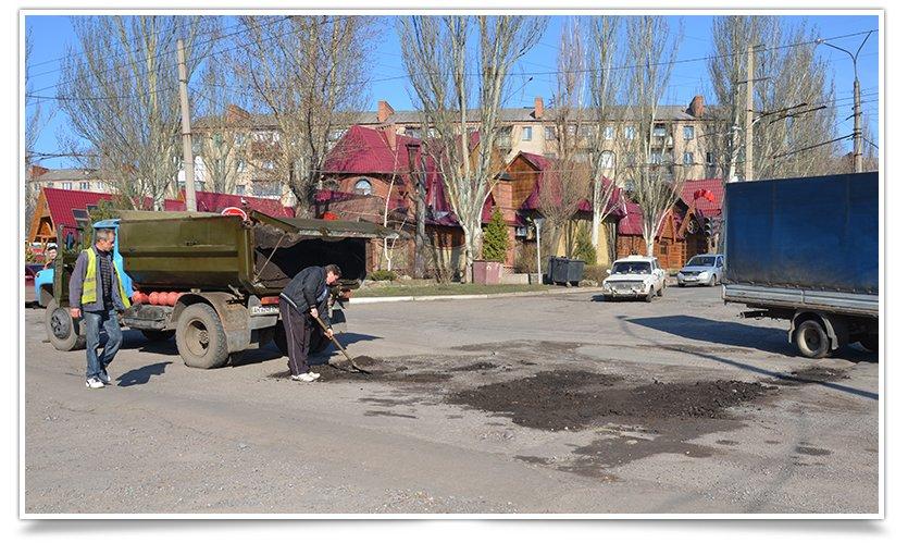 В Славянске начали латать дыры на дорогах (фотофакт) (фото) - фото 1