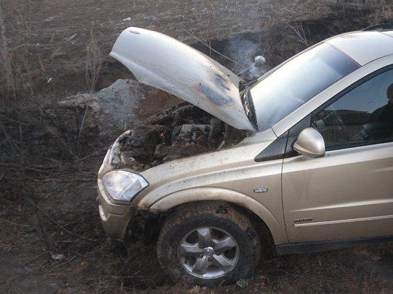 На Харьковщине пьяный парень поджог автомобиль, который припарковали перед его домом (ФОТО) (фото) - фото 1