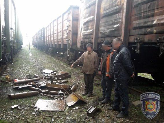 Красноармейские правоохранители задержали 25-летнего парня, который пытался украсть с вагона 500 кг металла (фото) - фото 2