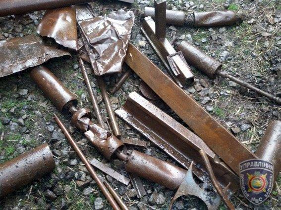 Красноармейские правоохранители задержали 25-летнего парня, который пытался украсть с вагона 500 кг металла (фото) - фото 1