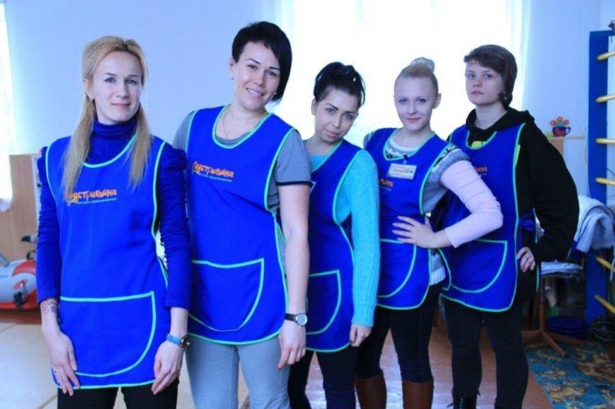 Запорожские волонтеры орагнизовали для деток-интернатовцев день красоты (ФОТО) (фото) - фото 1