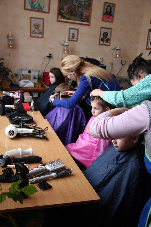 Запорожские волонтеры организовали для детей из интернатов день красоты (ФОТО), фото-3