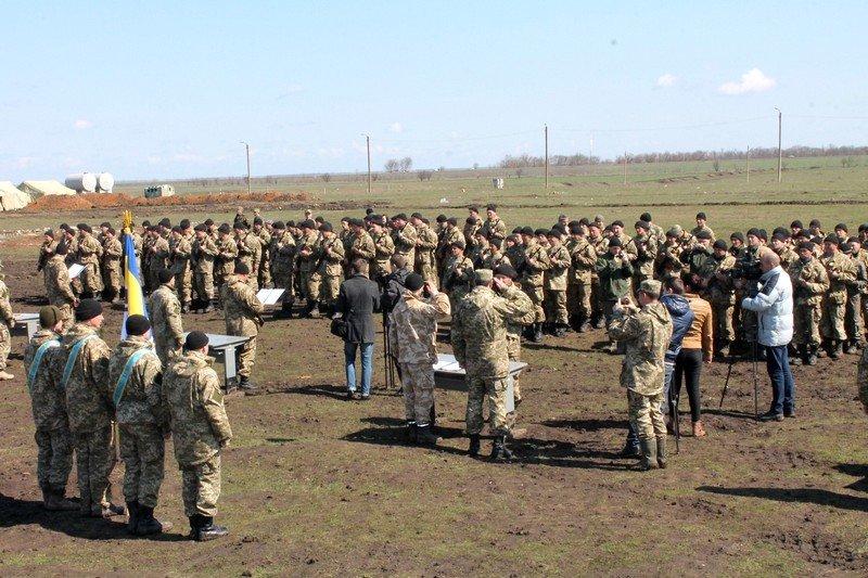 Более 200 новобранцев приняли присягу на полигоне в Николаеве (ФОТО) (фото) - фото 1