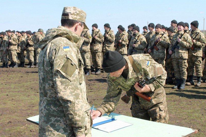 Более 200 новобранцев приняли присягу на полигоне в Николаеве (ФОТО) (фото) - фото 3
