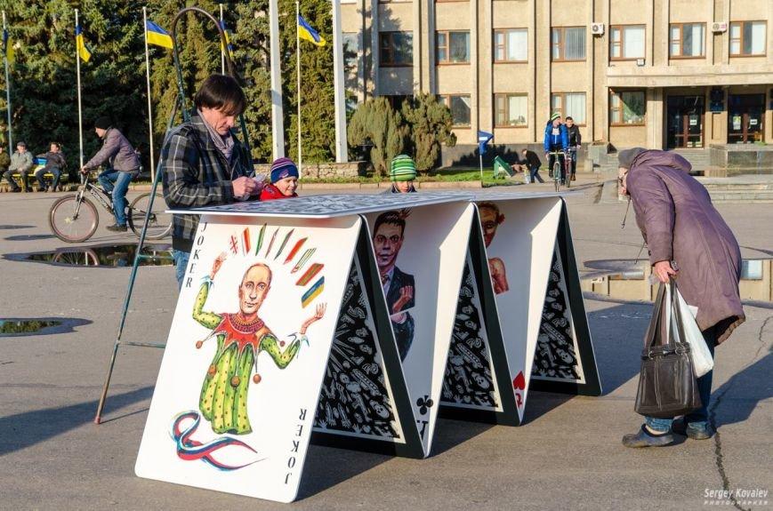 В Славянске разрушали карточный дом с изображениями главных сепаратистов (фотофакт), фото-5