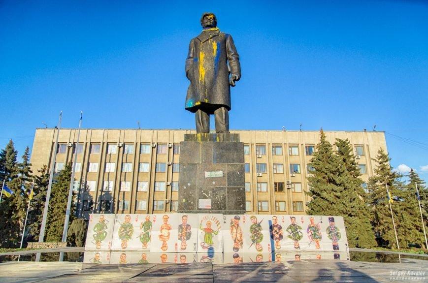 В Славянске разрушали карточный дом с изображениями главных сепаратистов (фотофакт), фото-12