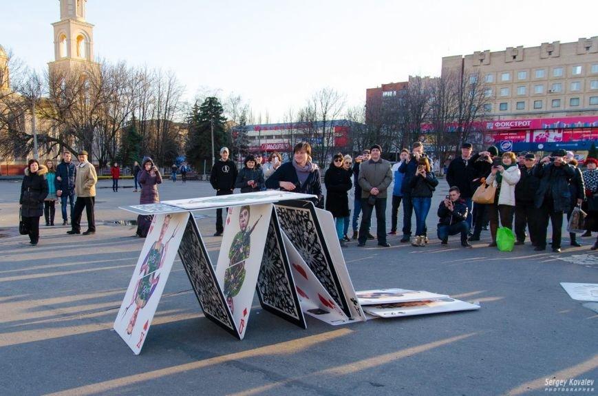 В Славянске разрушали карточный дом с изображениями главных сепаратистов (фотофакт), фото-3