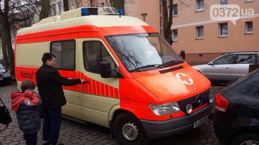 Львівські митники не пропускають волонтерів з реанімобілями для АТО (ФОТО) (фото) - фото 1