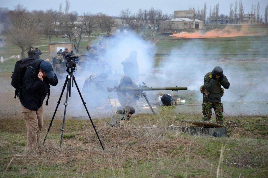 Новоиспеченные бойцы проходят боевое слаживание под руководством николаевских десантников (ФОТО) (фото) - фото 8