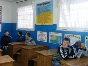 Малолеток, состоящих на учете в милиции, провели на «Бублик» и показали условия жизни заключенных(ФОТО) (фото) - фото 1