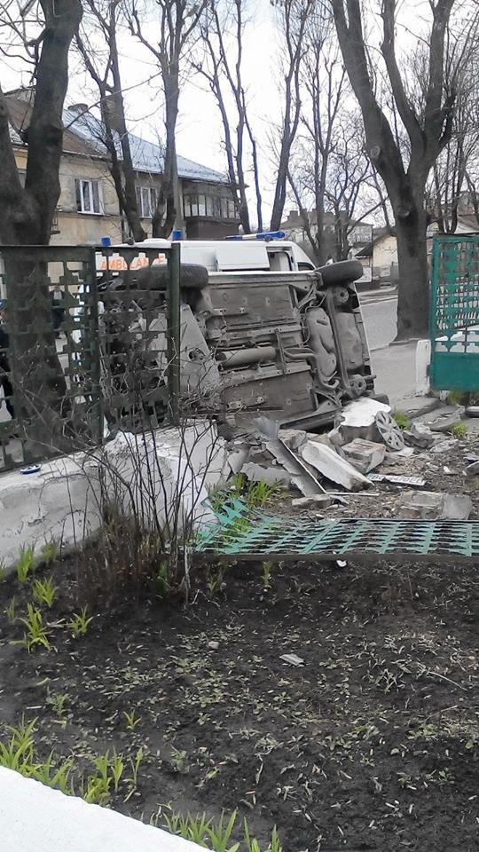 Нові подробиці ДТП на Личаківській:різкий маневр жінки-водія перевернув автомобіль  (ФОТО) (фото) - фото 2