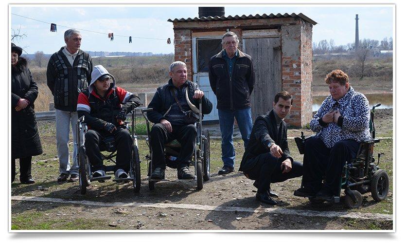 Переселенцы-инвалиды в Славянске получили небольшую помощь от чиновника (фото) - фото 1