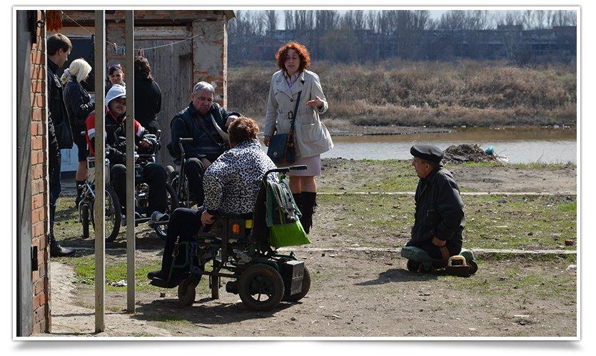 Переселенцы-инвалиды в Славянске получили небольшую помощь от чиновника (фото) - фото 3