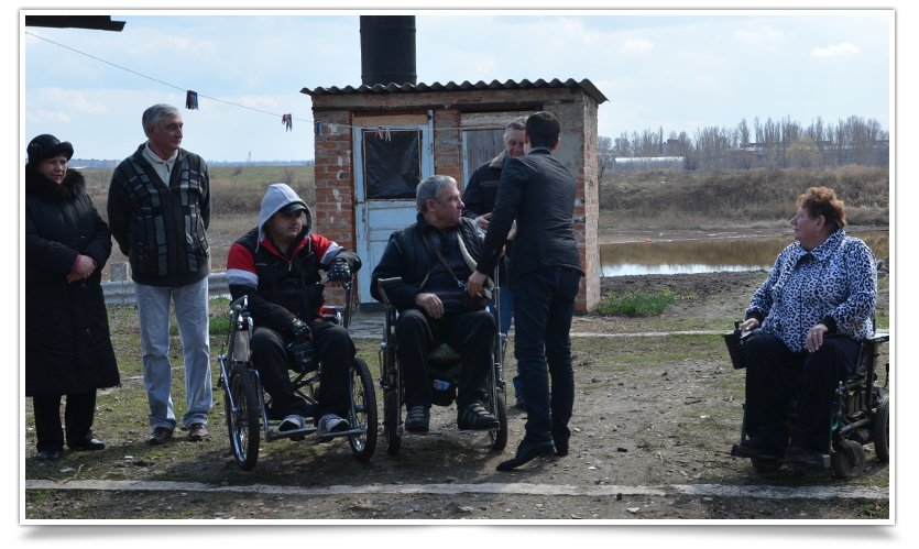 Переселенцы-инвалиды в Славянске получили небольшую помощь от чиновника (фото) - фото 4