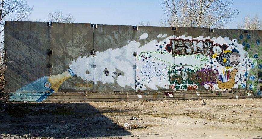На окраине Запорожья найдена тренировочная база граффити (ФОТОРЕПОРТАЖ), фото-1