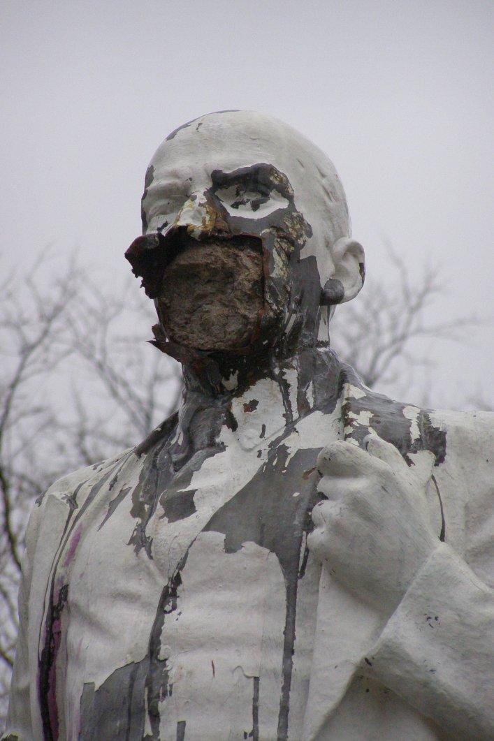 В Мелитополе памятнику Ленина изуродовали лицо (ФОТОФАКТ) (фото) - фото 1