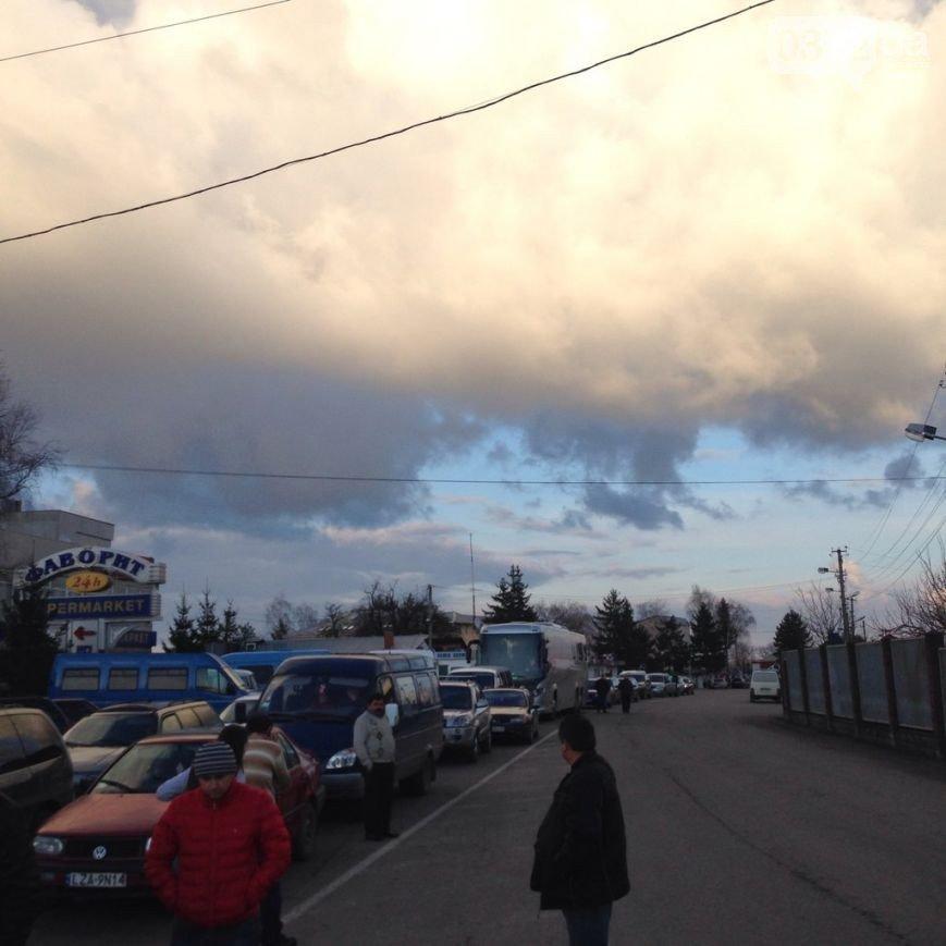 Волонтери заблокували митницю в Перемишлі (ФОТО) (фото) - фото 1