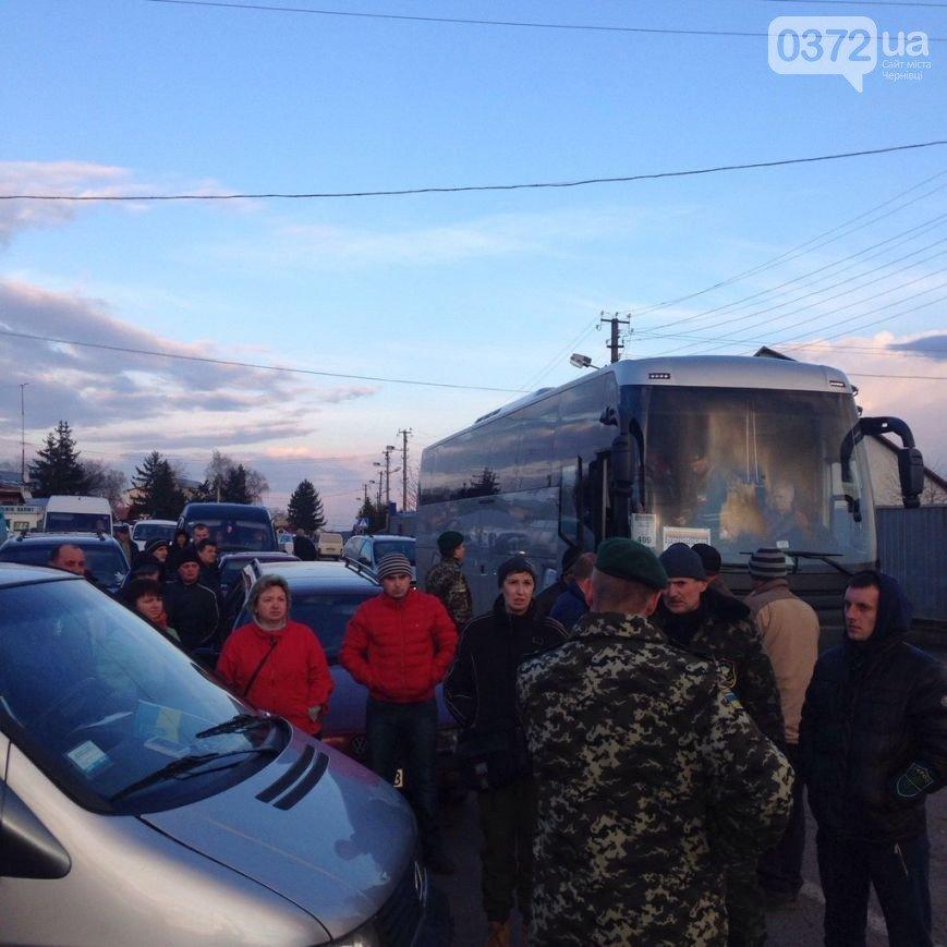 На Львівщині волонтери заблокували пункт пропуску «Шегині-Медика» (ФОТО) (фото) - фото 1