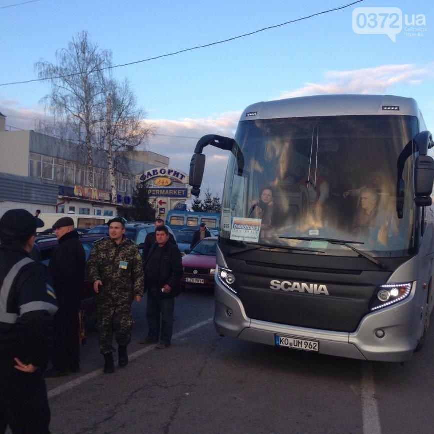 На Львівщині волонтери заблокували пункт пропуску «Шегині-Медика» (ФОТО) (фото) - фото 3