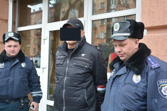 В Николаеве задержали мужчину со смертельным арсеналом в сумке (ФОТО) (фото) - фото 1