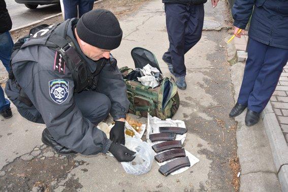 В Николаеве задержали мужчину со смертельным арсеналом в сумке (ФОТО) (фото) - фото 3