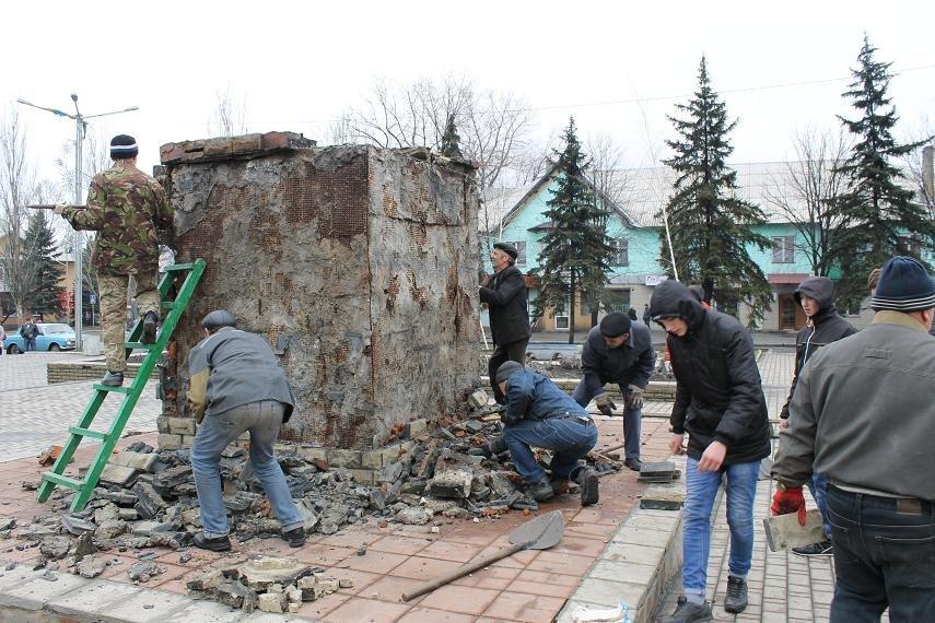 Постамент снесен: площадь г. Доброполья ожидает реализации нового архитектурного проекта (+ ВИДЕО), фото-7
