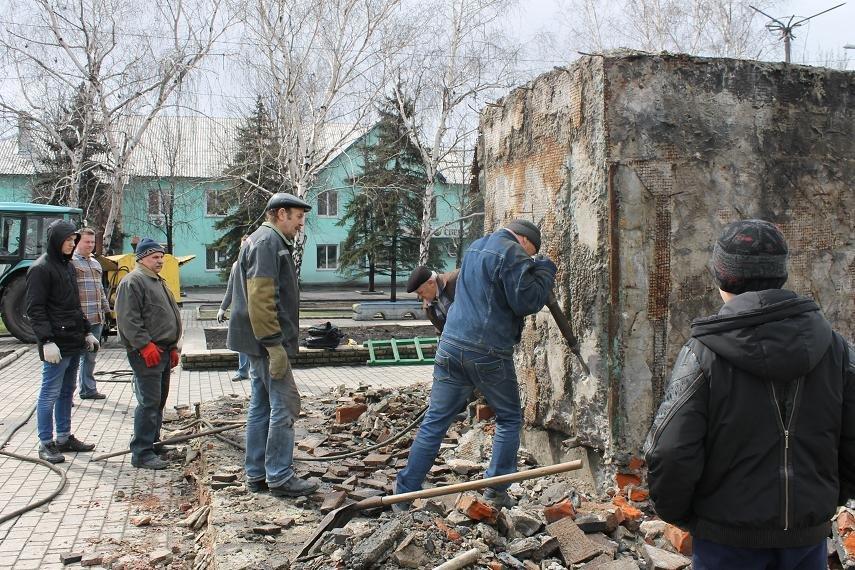 Постамент снесен: площадь г. Доброполья ожидает реализации нового архитектурного проекта (+ ВИДЕО), фото-3