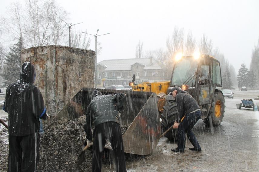 Постамент снесен: площадь г. Доброполья ожидает реализации нового архитектурного проекта (+ ВИДЕО), фото-5