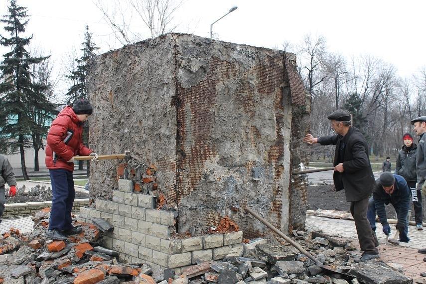 Постамент снесен: площадь г. Доброполья ожидает реализации нового архитектурного проекта (+ ВИДЕО), фото-1
