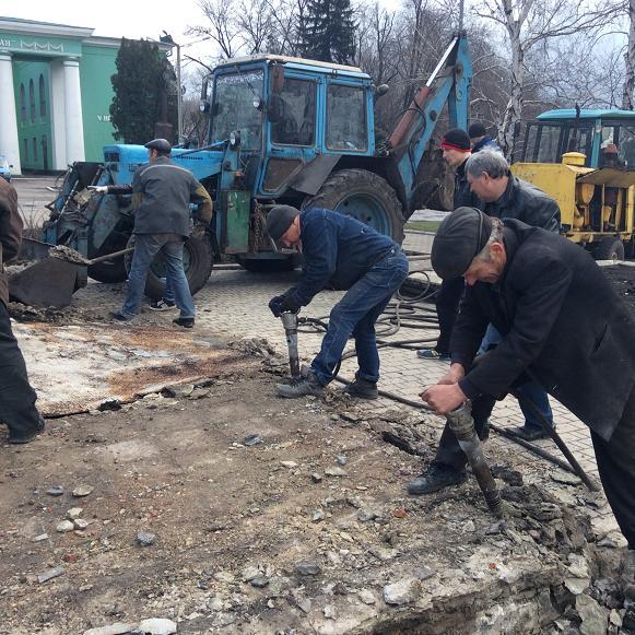 Постамент снесен: площадь г. Доброполья ожидает реализации нового архитектурного проекта (+ ВИДЕО), фото-9