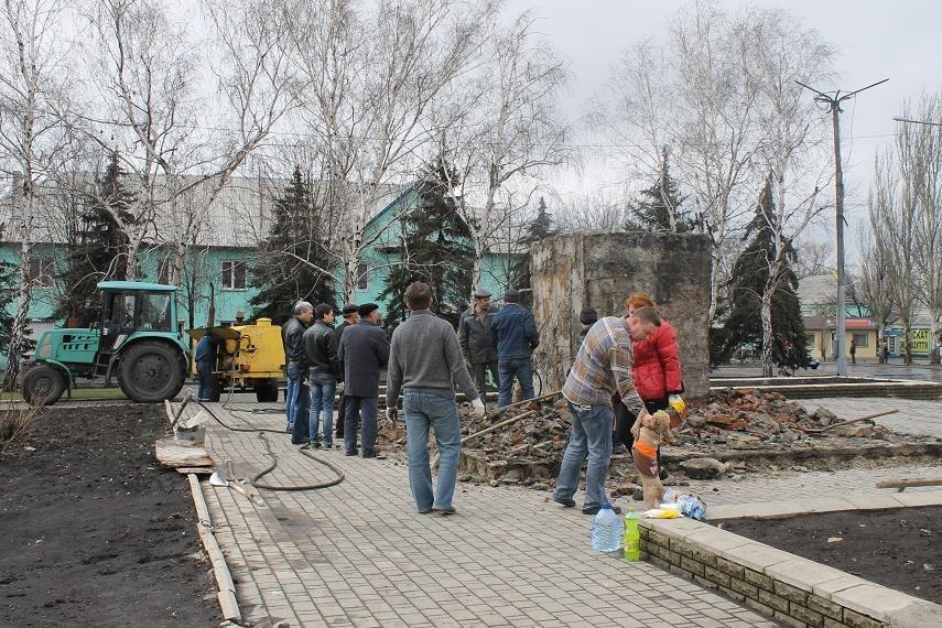 Постамент снесен: площадь г. Доброполья ожидает реализации нового архитектурного проекта (+ ВИДЕО), фото-4