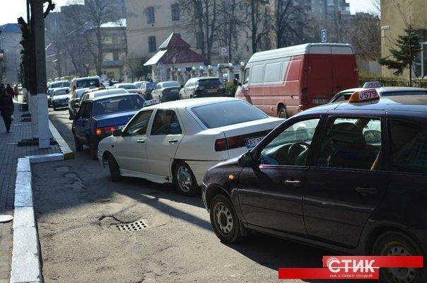 Франківські таксисти пікетували міліцію (ФОТО) (фото) - фото 2