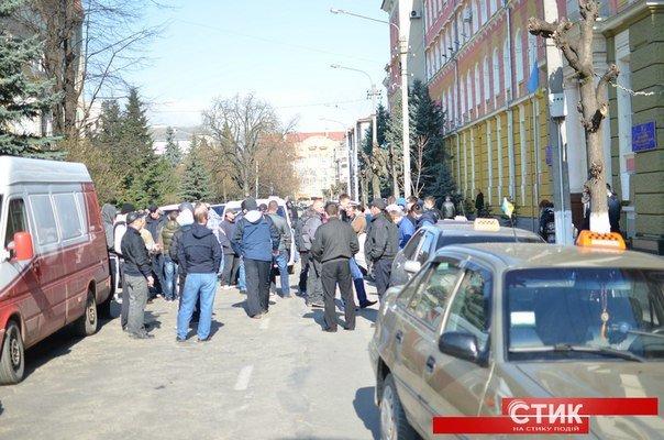 Франківські таксисти пікетували міліцію (ФОТО) (фото) - фото 1