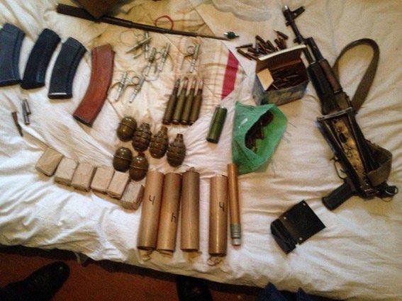 Житель Ленинского района хранил у себя дома арсенал оружия и боеприпасы (ФОТО) (фото) - фото 1
