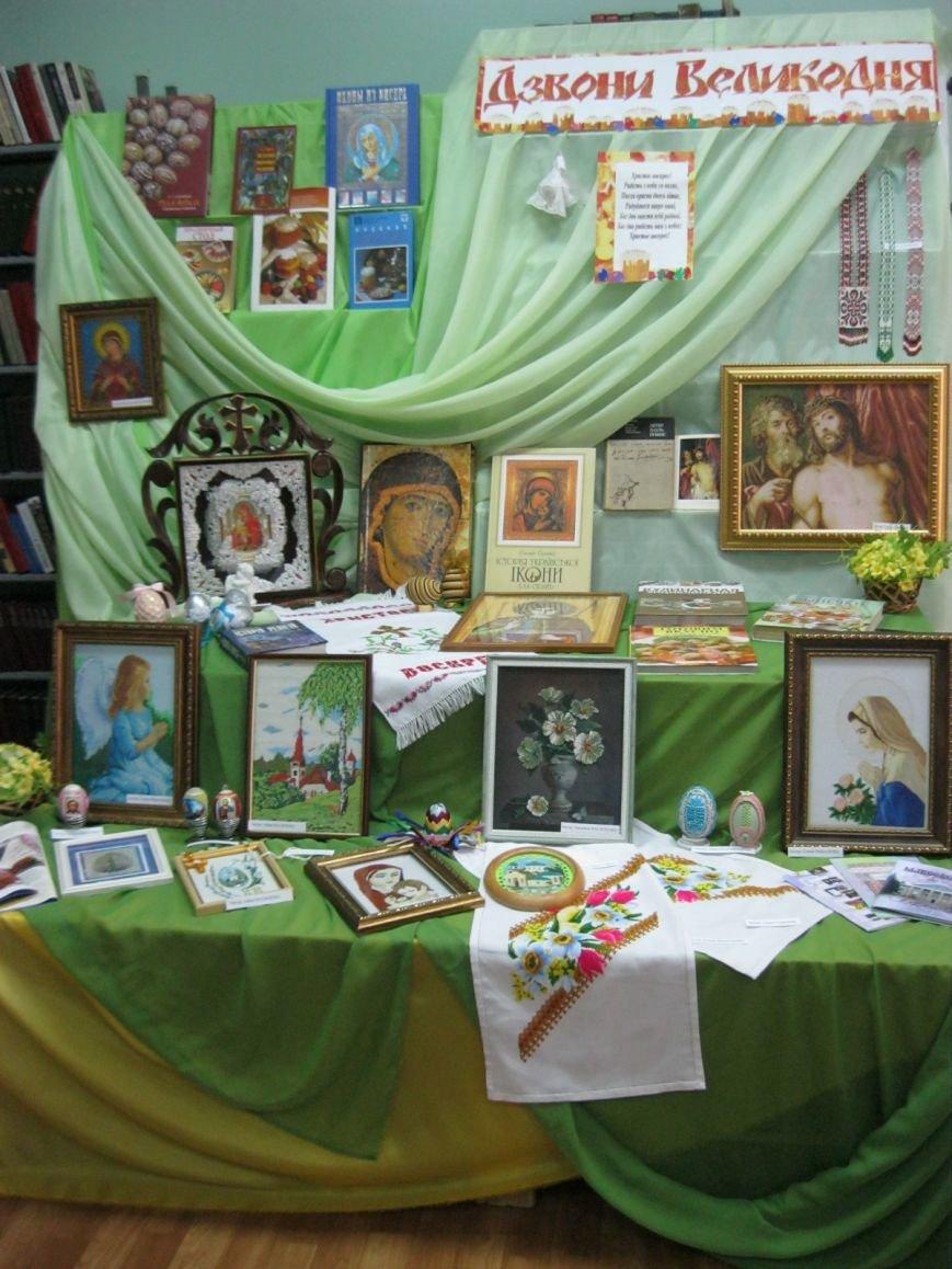 К Пасхальным праздникам в Макеевке открылась выставка-вернисаж (фото) - фото 4