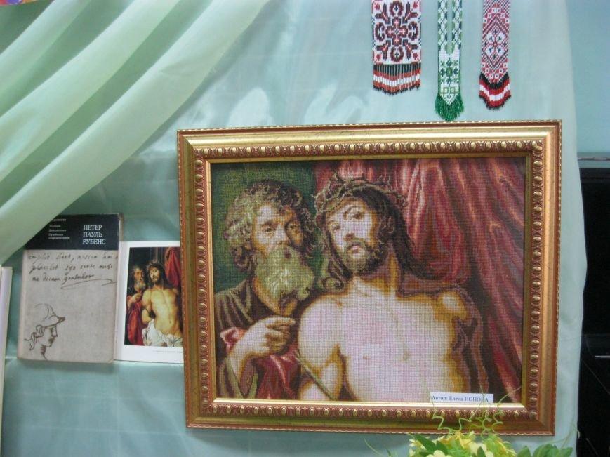 К Пасхальным праздникам в Макеевке открылась выставка-вернисаж (фото) - фото 1