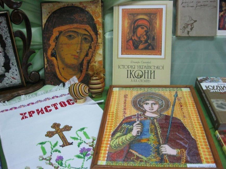 К Пасхальным праздникам в Макеевке открылась выставка-вернисаж (фото) - фото 2