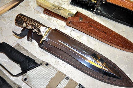 Американец привёз свою коллекцию ножей для военных Полтавщины (ФОТО) (фото) - фото 1