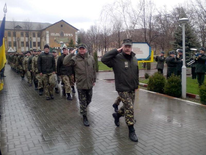 Запорожские артиллеристы вернулись к мирной жизни спустя 2 года службы (ФОТО) (фото) - фото 1