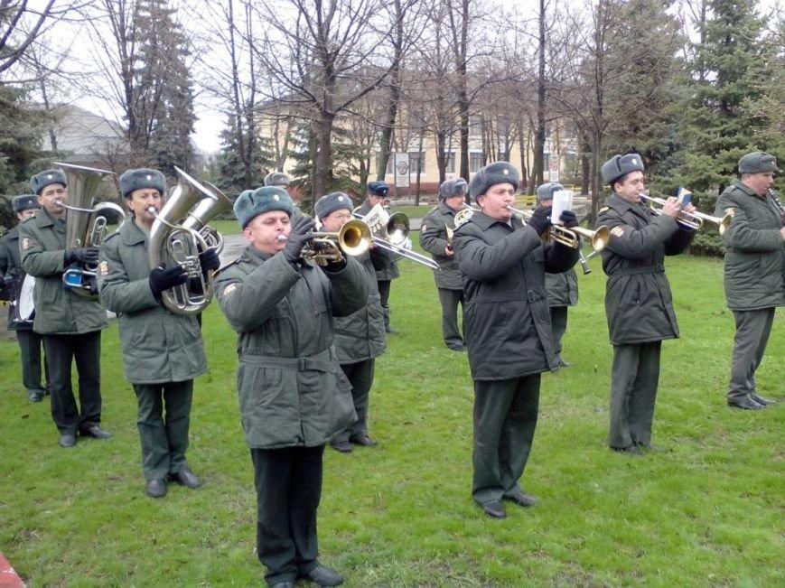 Запорожские артиллеристы вернулись к мирной жизни спустя 2 года службы (ФОТО) (фото) - фото 2