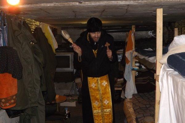 В Страстную Седьмицу капеллан посетил Карачун и блок-посты возле Славянска для проведения молебнов и освящения бойцов Нацгвардии. ФОТО (фото) - фот...