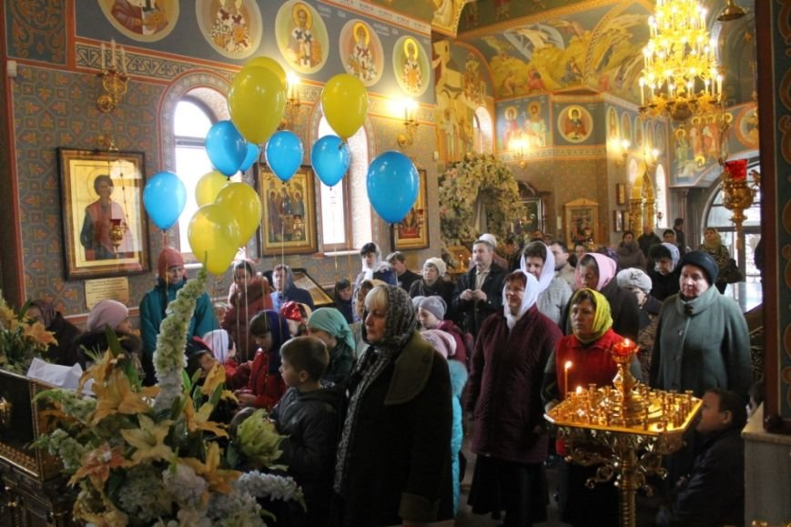 В Свято-Покровском храме с.Боевое на Благовещение выпустили голубей и провели мастер-класс по росписи яиц (фото) - фото 1