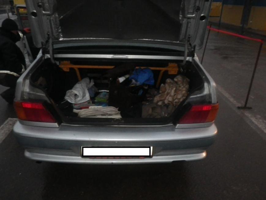 На границе Херсонщины задержали машину с оружием и наркотиками (фото) (фото) - фото 10