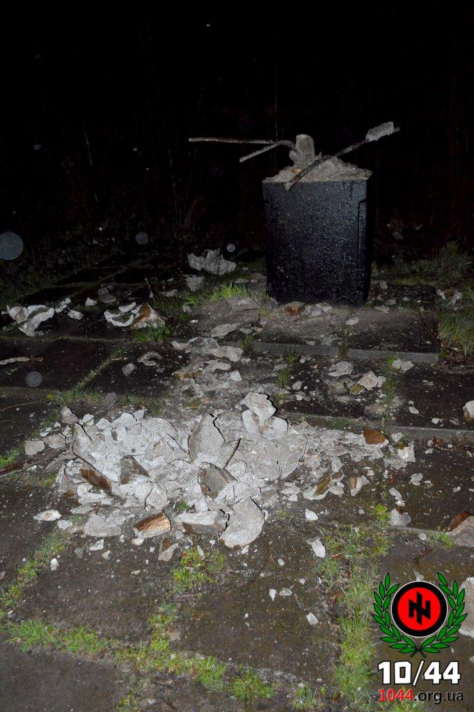 В Кривом Роге во время урагана пострадал «неучтенный» памятник Ленину (ФОТО) (фото) - фото 1