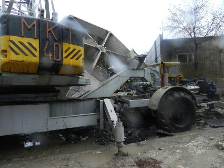 Спасатели Херсона достали тело из под железобетонной конструкции (фото) - фото 1