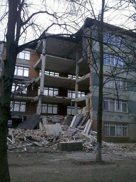 Фото з місця події, де у Львові впала п'ятиповерхова стіна (ФОТО) (фото) - фото 1