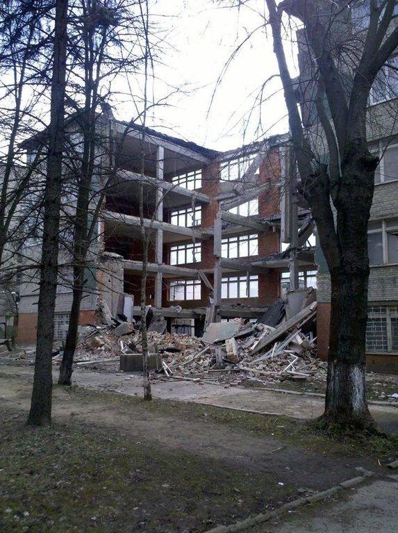 Фото з місця події, де у Львові впала п'ятиповерхова стіна (ФОТО) (фото) - фото 2